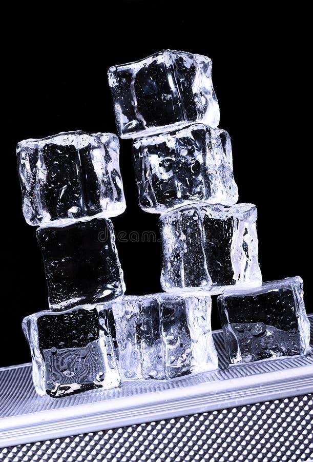 Eis-Würfel lizenzfreie stockfotos
