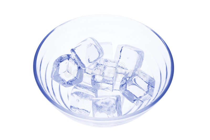 Eis-Würfel in der Glasschüssel lizenzfreies stockbild