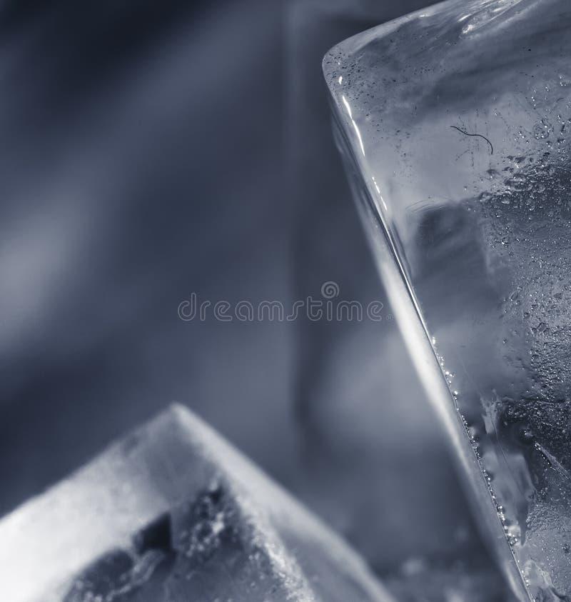 Eis-Würfel im Blau lizenzfreies stockfoto