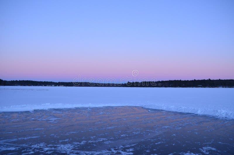 Eisbahn des Sees an stockfotografie