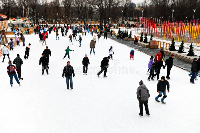 Eisbahn in Gorky-Central Park, Moskau lizenzfreies stockbild