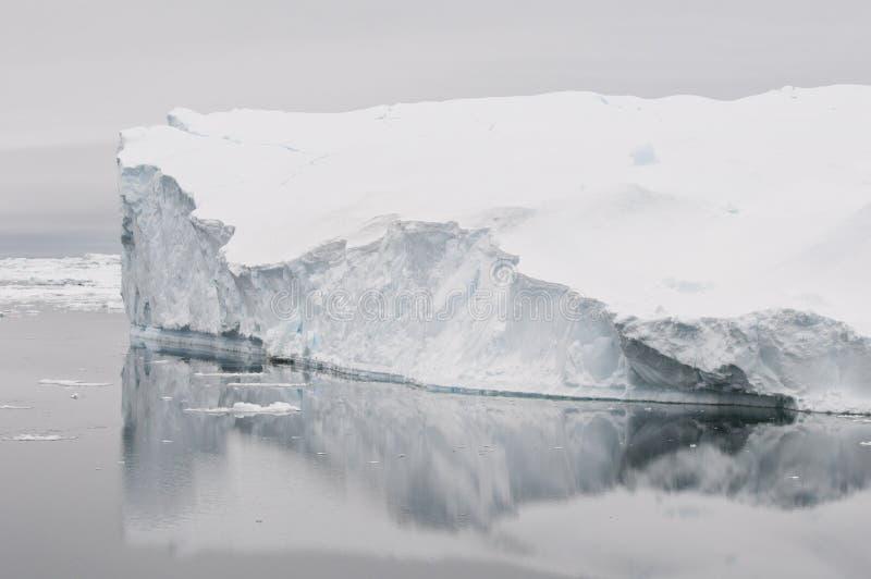 Eisberg lizenzfreie stockfotografie
