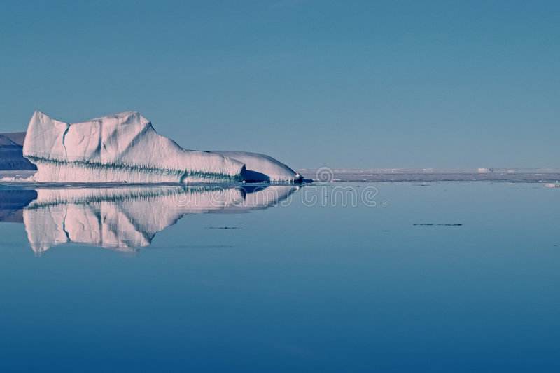 Eisberg in der kanadischen hohen Arktis lizenzfreie stockfotos