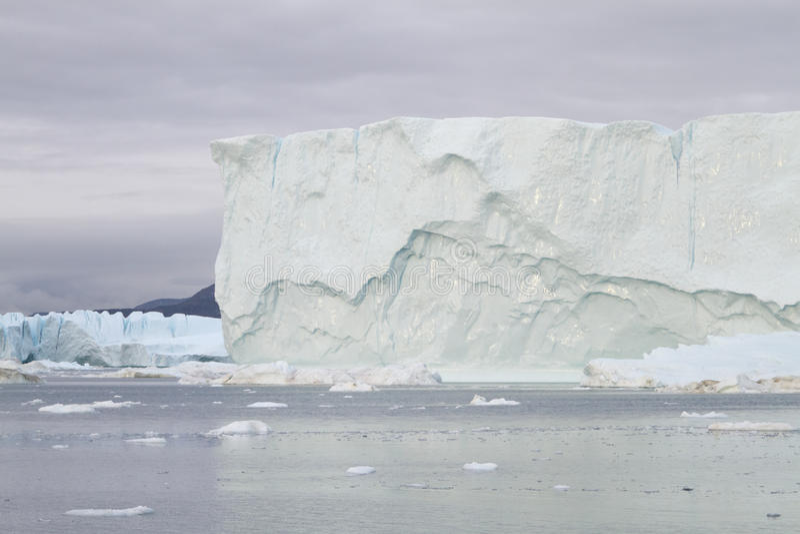 Eisberg in Ilulissat am Sonnenuntergang lizenzfreies stockbild