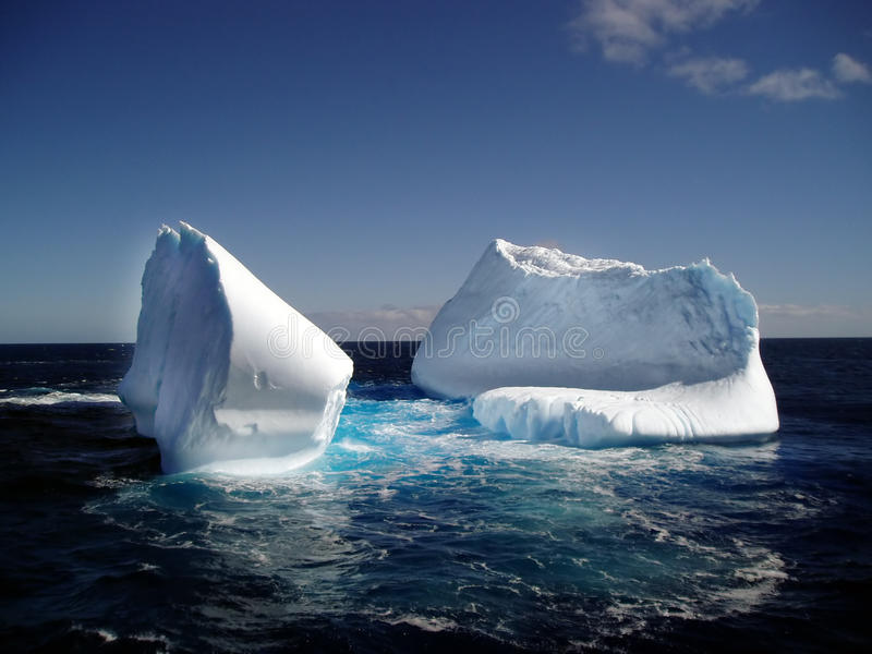 Eisberg im Ozean stockbilder