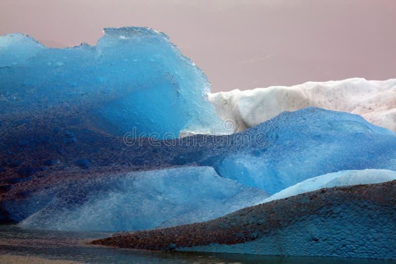 Eisberge vom Gletscher, Alaska lizenzfreie stockfotos