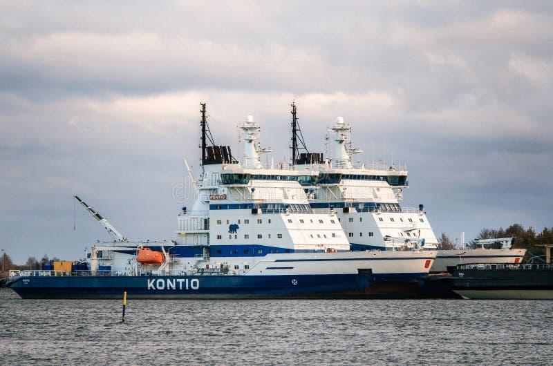 Eisbrecher Kontio festgemacht in Helsinki, Finnland stockbild