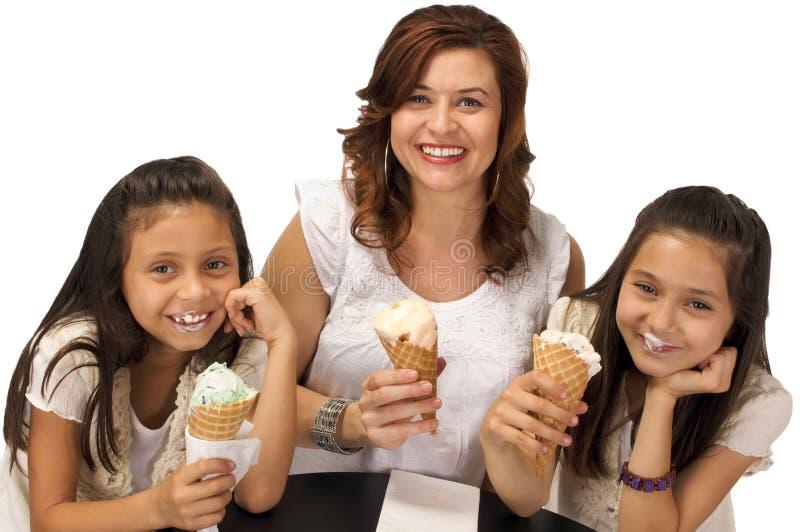 Eiscreme mit Mamma stockfoto