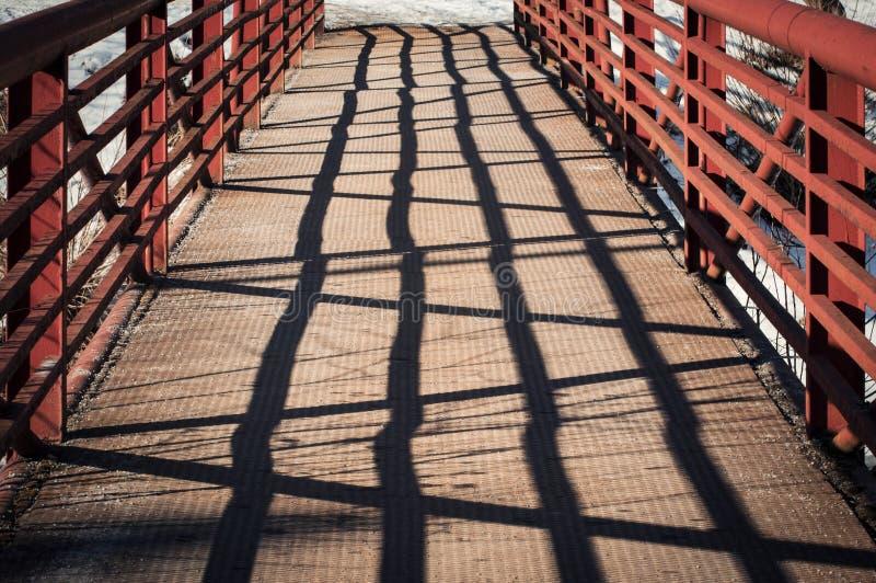 Eisen-Brückendetail mit Schatten stockbilder