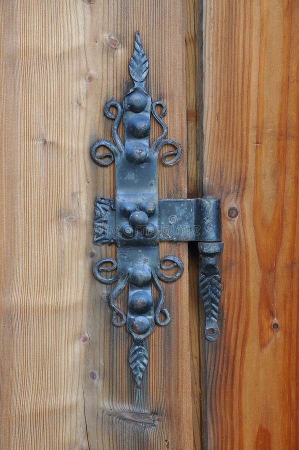 Eisenabhängung von der Tür stockfotos