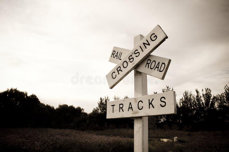Eisenbahn-Überfahrt-Zeichen lizenzfreie stockfotos