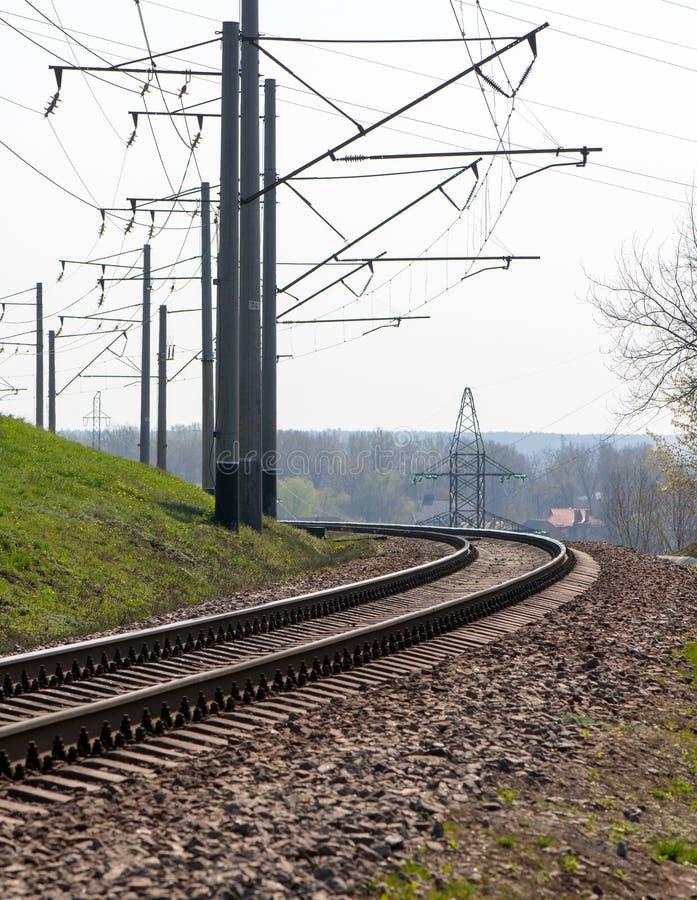 Eisenbahn an der Drehung Zeile des Stroms stockfoto
