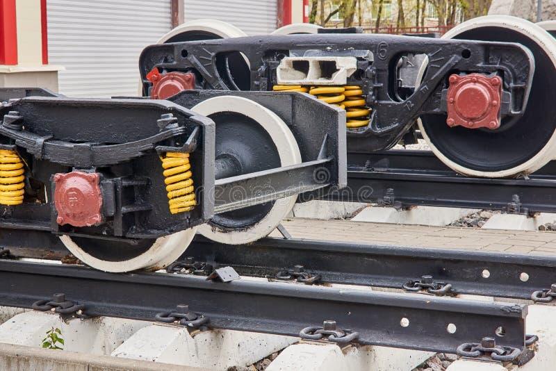 Eisenbahn dreht Lastwagen stockfotografie