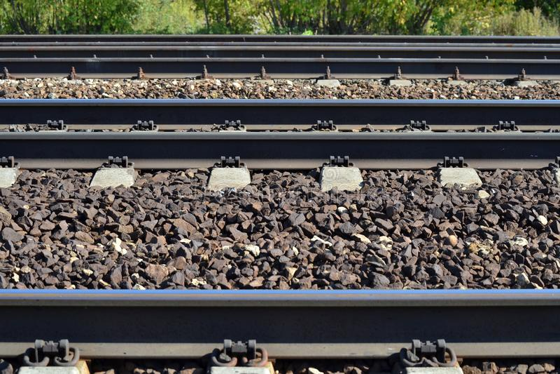 Eisenbahn ist auf der Seite Parallele Zeilen Viele Methoden Dmitrov Kremlin Russland lizenzfreie stockbilder