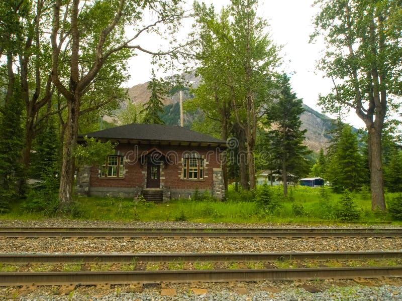 Eisenbahn in Kanada Die Natur von lizenzfreies stockbild