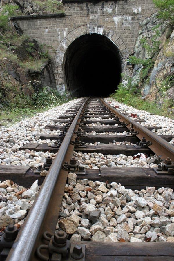 Eisenbahn und Tunnel lizenzfreies stockfoto