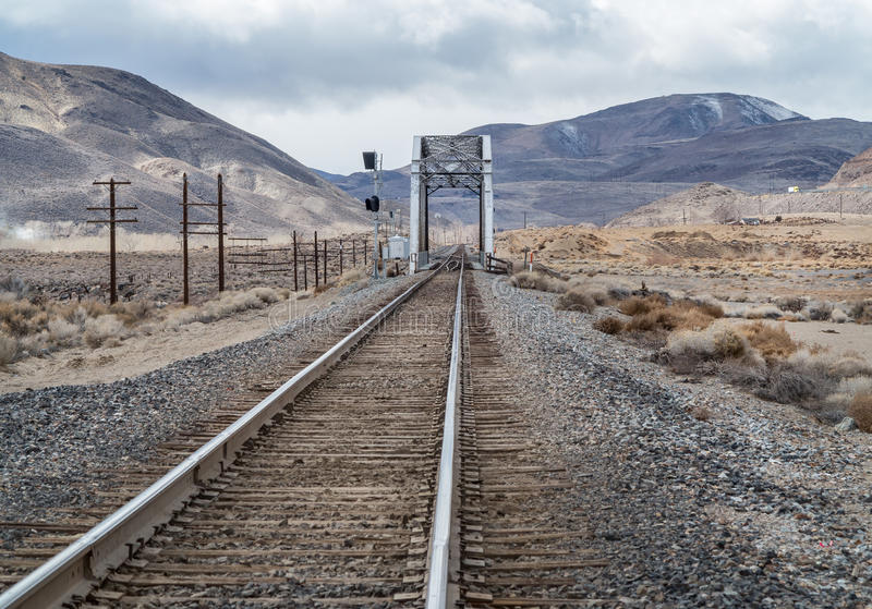 Eisenbahnbrücke über dem Truckee lizenzfreies stockbild