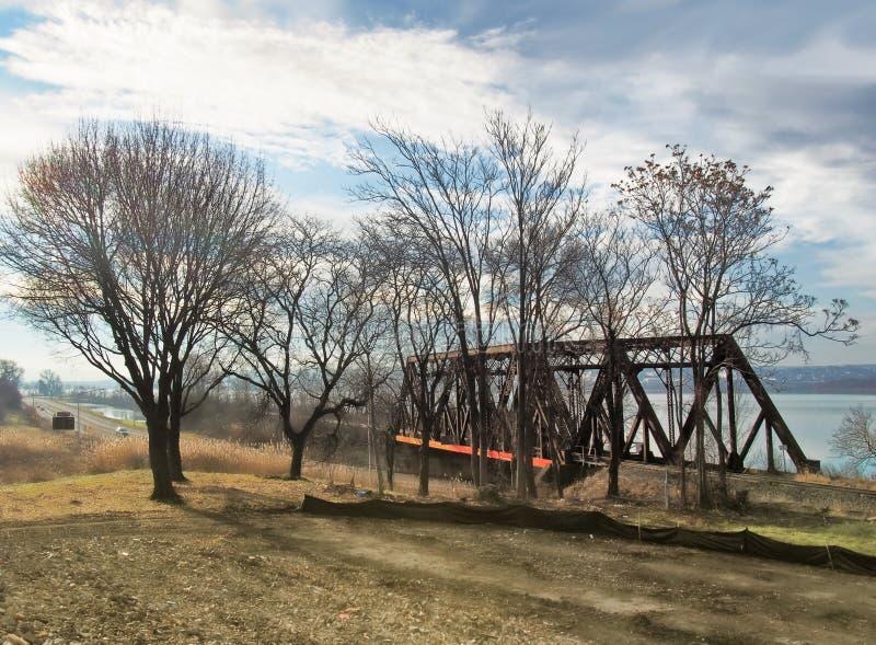 Eisenbahnbrücke durch Onondaga See lizenzfreie stockfotografie