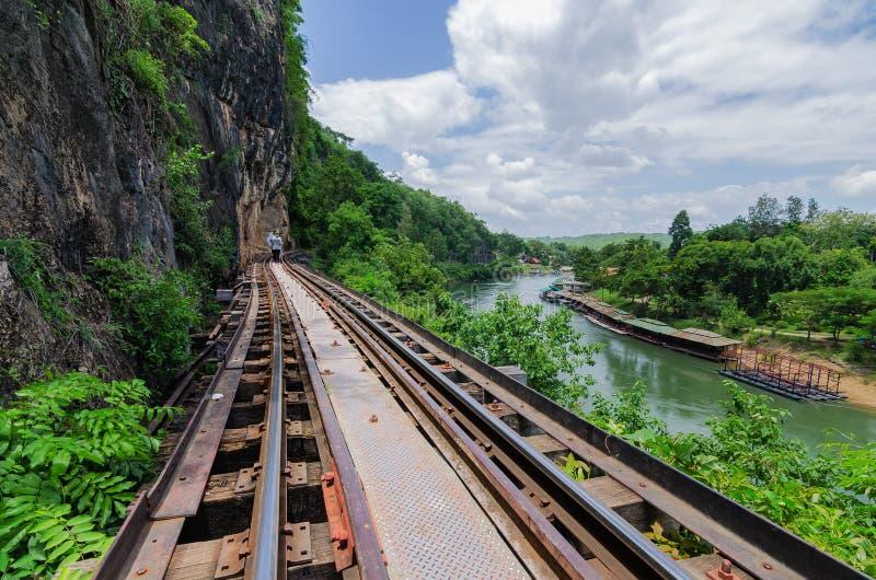 Eisenbahnbrücke tham krasae Kanchanaburi Thailand lizenzfreie stockfotos