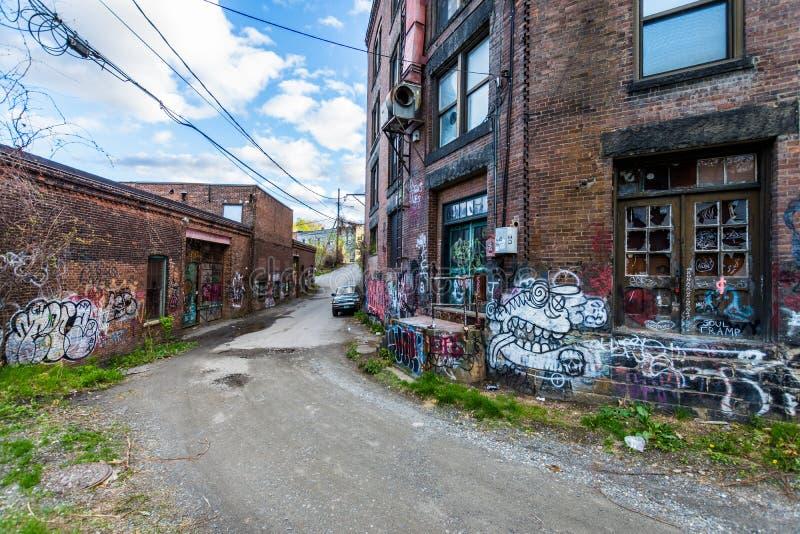 Eisenbahnen in Brattleboro, Vermont bedeckten im Vandalismus stockbild