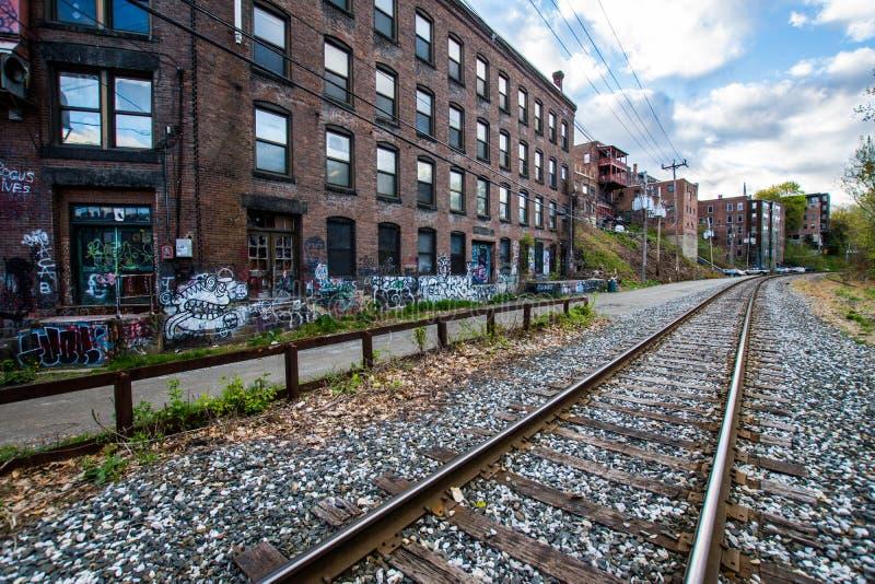 Eisenbahnen in Brattleboro, Vermont bedeckten im Vandalismus stockbilder