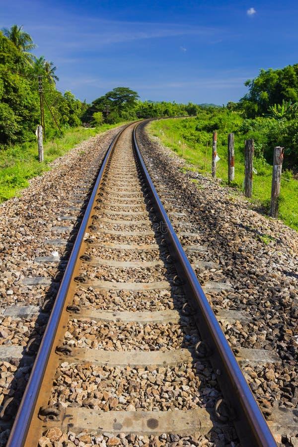 Download Eisenbahnlinie der Kurve stockfoto. Bild von outdoor - 27725678