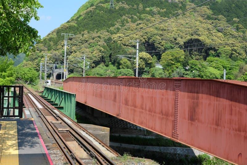 Eisenbahnlinie in Sagano lizenzfreie stockfotografie
