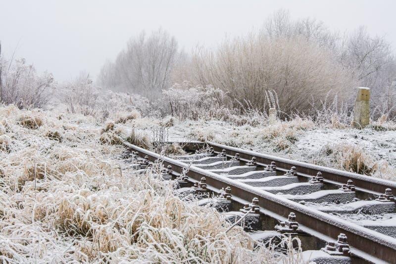 Eisenbahnlinielinien bereiften oben, Polen stockbilder