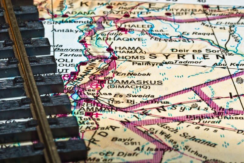 Eisenbahnspuren auf Syrien-Karte lizenzfreies stockfoto