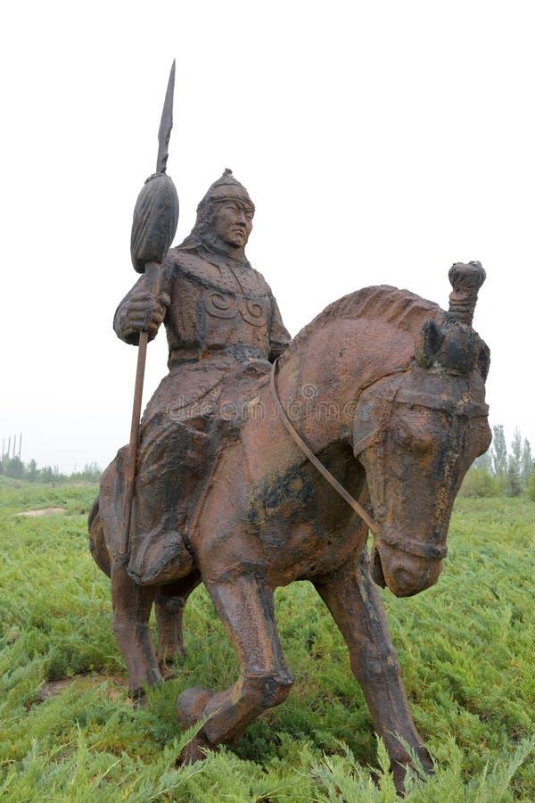 Eisenstatue der Kavallerie von Dschingis Khan, luftgetrockneter Ziegelstein rgb stockfotos