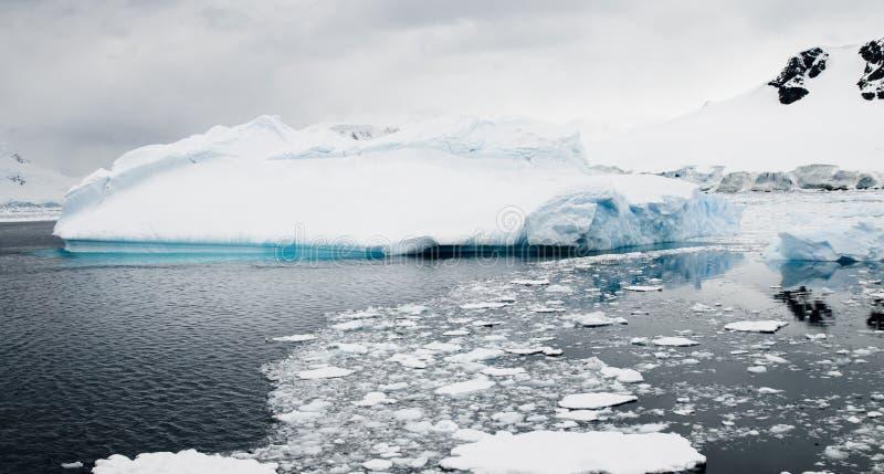 Eisige Spur stockfotografie