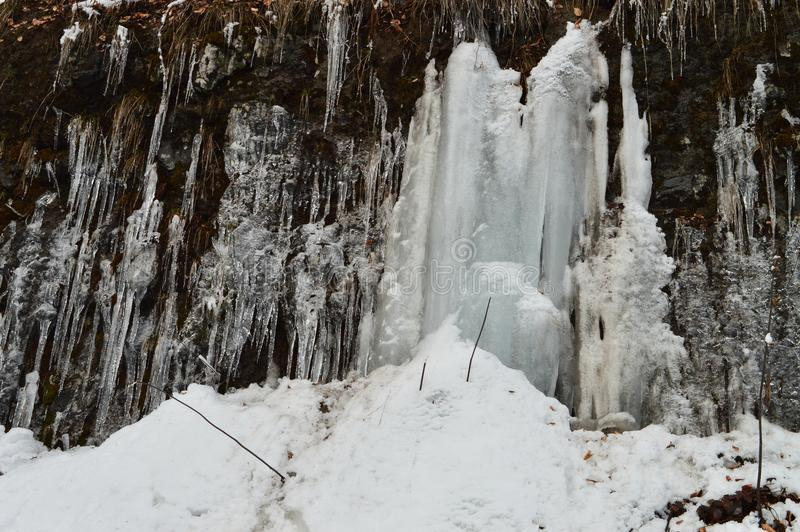 Eisige Wand und Berge stockfotografie