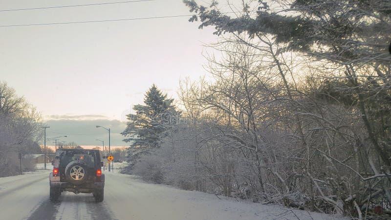 Eisige Winter-Straßen stockbild