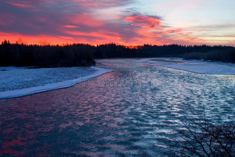 Eisiger Fluss stockfoto