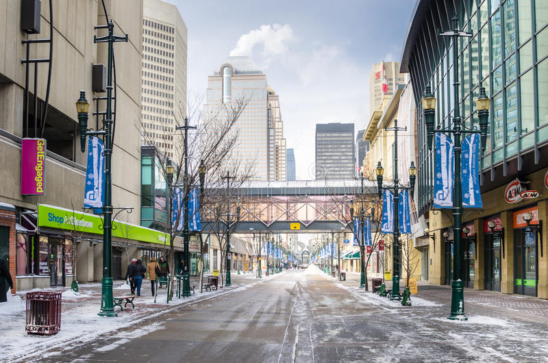 Eisiger Stephen Avenue in Calgary an einem Winter-Tag stockfotos