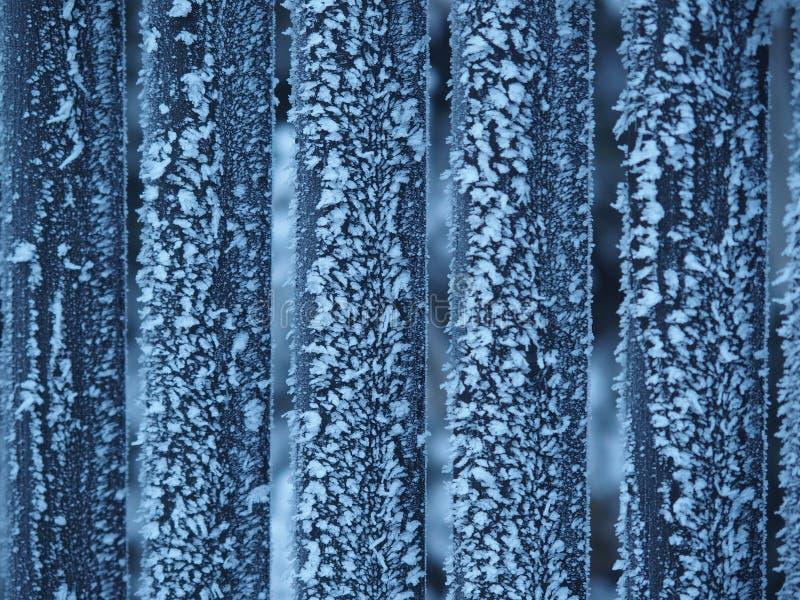 Eisiges hölzernes frence im Winter lizenzfreies stockfoto