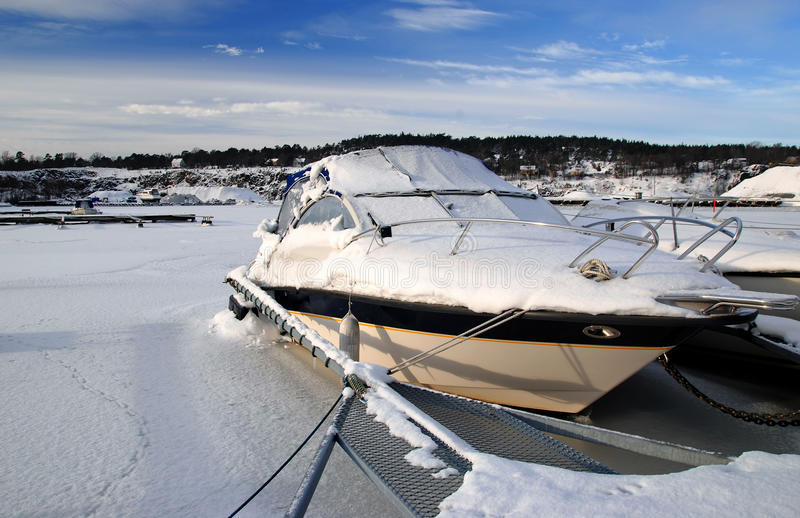 Eisiges Motorboot lizenzfreie stockfotos