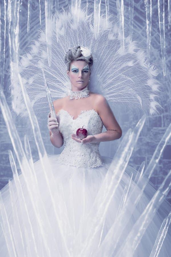 Eiskönigin in ihrem Schloss stockbilder