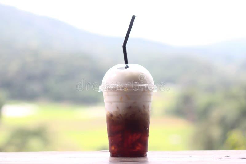 Eiskaffee und Schlagsahne auf die Oberseite stockbilder