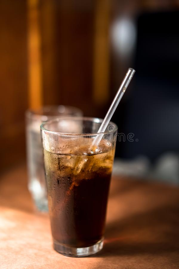 Eiskaltes Soda mit Stroh stockbilder
