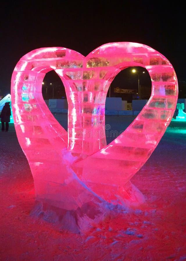 Eisskulptur eines Herzens lizenzfreie stockbilder