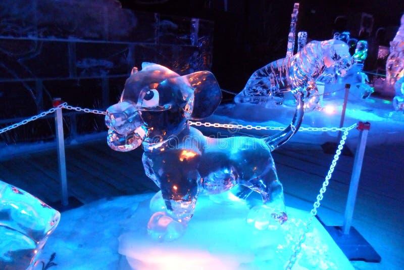 Eisskulptur von Disney die Dschungelbuchkarikatur stockbilder