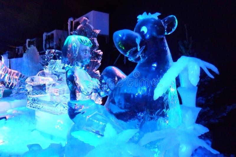 Eisskulptur von Disney& x27; s die Dschungelbuchkarikatur lizenzfreie stockfotografie