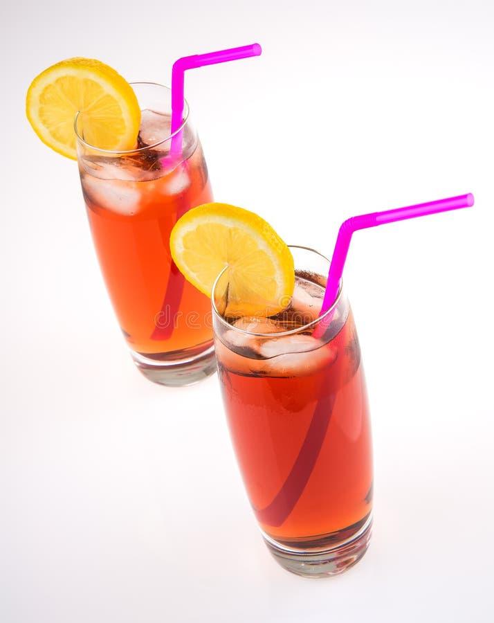 Eistee-Gläser auf Weiß lizenzfreies stockfoto