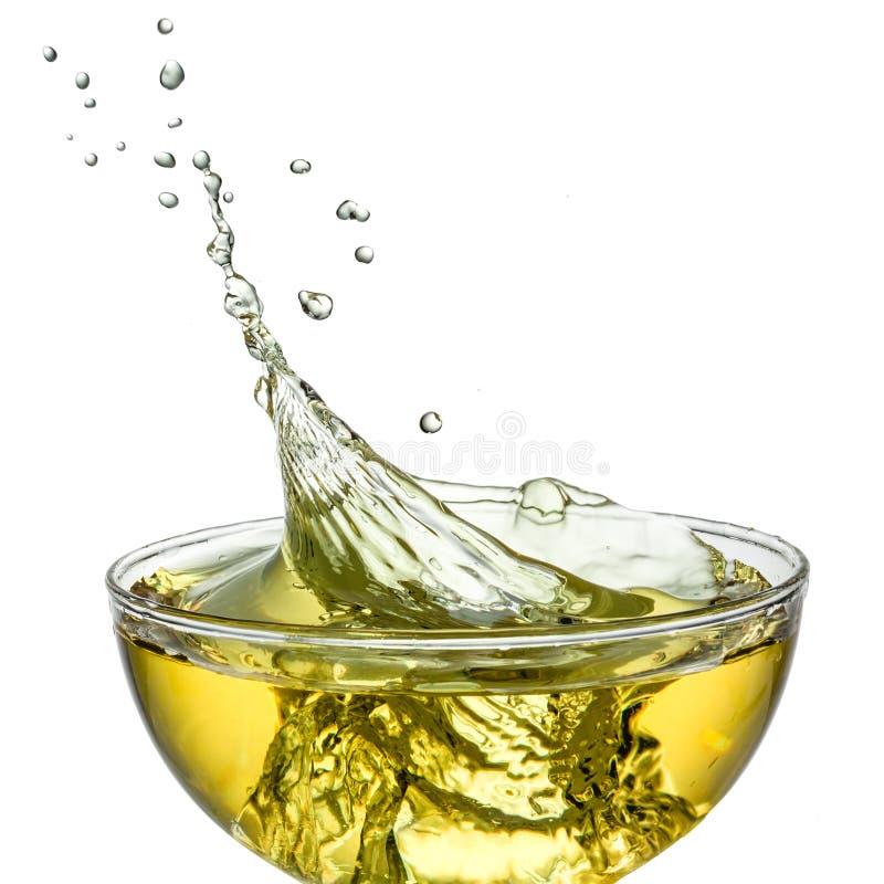 Eistee. Spritzen im Glas. Beschneidungspfad lizenzfreies stockbild