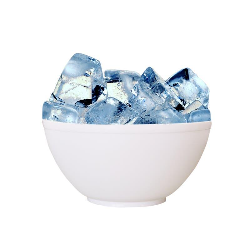 Eiswürfel in der Schale. lizenzfreies stockfoto