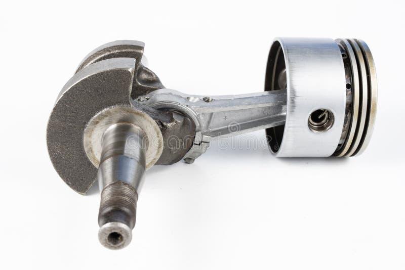 Eixo de manivela e pistão de um motor de combustão pequeno em Ta branca fotografia de stock royalty free