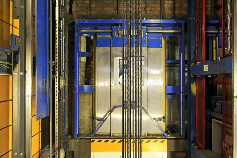 Eje de elevador foto de archivo