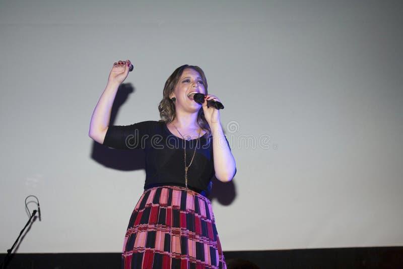 Ejecución cristiana de Christine D Clario del cantante fotos de archivo