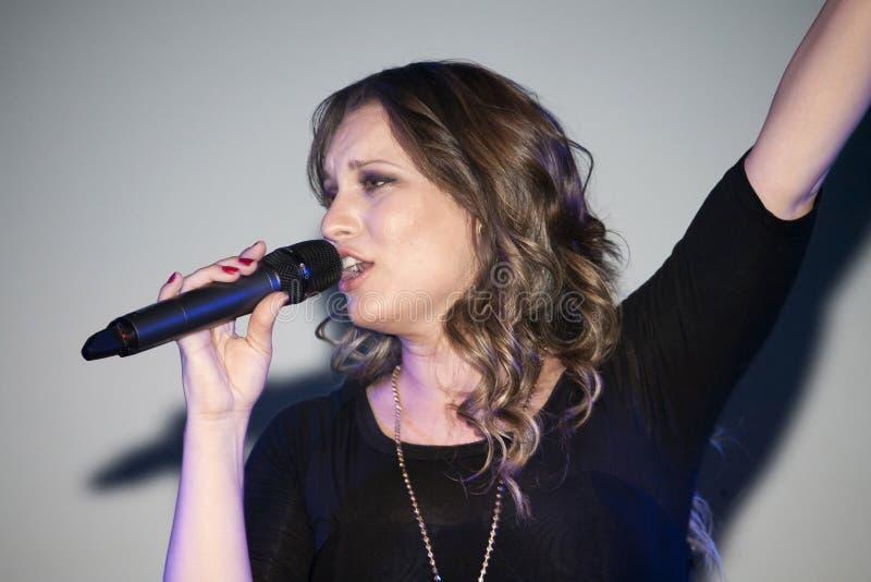 Ejecución cristiana de Christine D Clario del cantante imagen de archivo libre de regalías